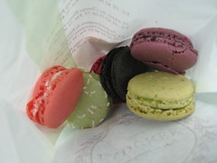 Ladure mini macarons (Steve-SF) Tags: paris france macaroons macarons miammiam ladure kallistifest