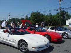 Ron checking for dirt (redvette) Tags: corvette rivervalleyvettes redvette tomhiltz