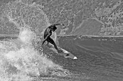 Cortando la ola (Sackoka) Tags: chile sea mer beach sport strand canon person xt mar meer surf playa personas vida verano deporte estilo humano plage personne ola tabla brandung horcon