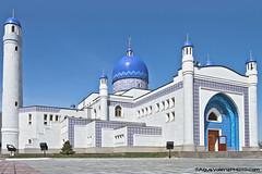 Mezquita junto a Makhambet Utesimov Square (AgusValenz) Tags: blue sky azul cielo soviet mezquita centralasia kazakhstan ussr eurasia atyrau kazajistan