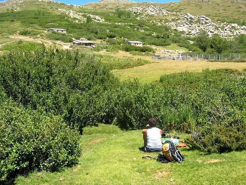 Déjeuner en face des bergeries de Chiralbella