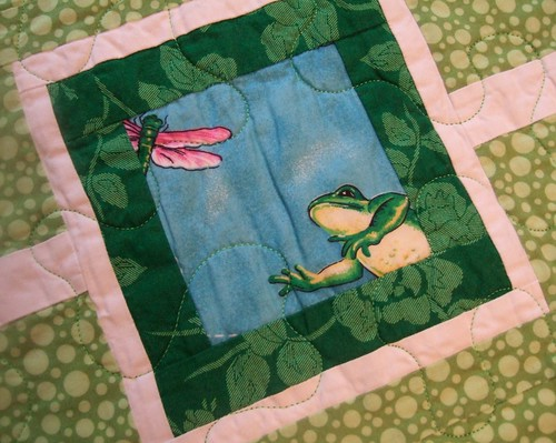 Frog quilt: Detail