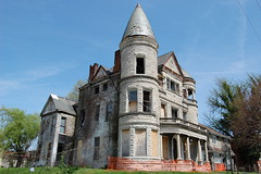 (Renrum) Tags: street urban west abandoned architecture kentucky exploring end louisville jefferson mansion romanesque exploration ouerbacker