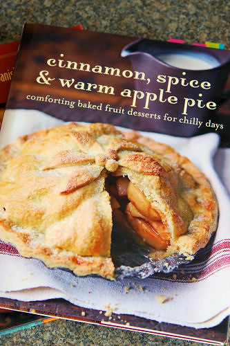 book cinnamon spice & warm apple pie 0121 R