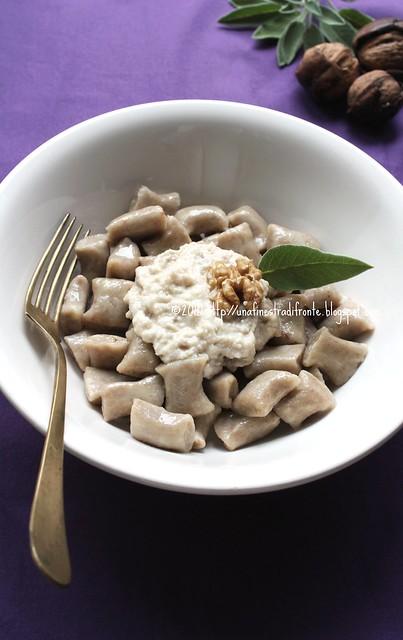 Gnocchi di castagne con salsa di noci