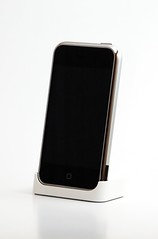 iphone - screen off (Herman Au - http://www.hermanau.com) Tags: desktop light apple macintosh photography soft ipod box flash softbox diffused iphone