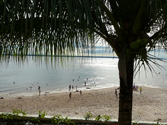 Praia de Ponta Negra - Manaus, Amazonas (Francisco Arago) Tags: brazil people praia brasil reflections contraluz pessoas amazon areia cu panasonic blackriver manaus reflexos amazonas rionegro amaznia nvens pontanegra leicalens dmctz1 regionorte franciscoarago