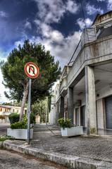 inversione (paride de carlo) Tags: alberi italian san strada u salento hdr segnale 2010 inversione divieto balconi aiuole cataldo