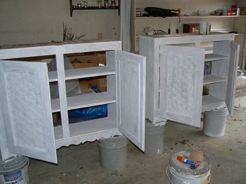 Make A Storage Unit From Salvaged Materials. Step 1: Painting
