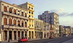 Malecon - La Habana - 040514-526 (Patxi64) Tags: topv111 day cloudy cuba malecon lahabana 5photosaday ashotadayorso hccity