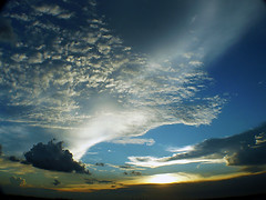 tonights sunset....... (Leone Fabre) Tags: sunset sky clouds skyscape singapore leone soe breathtaking thursdaynight 10favorites flickrsbest mywinners shieldofexcellence aplusphoto flickrenvy superbmasterpiece diamondclassphotographer tornadoaward excellentphotographeraward leonefabre platinumheartaward thursdayaugust232007