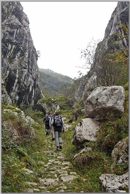 18.- Atravesando la foz de La Escalada.