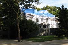 NYC - Roosevelt Island - James Blackwell House (wallyg) Tags: nyc newyorkcity ny newyork manhattan gothamist rooseveltisland blackwellsisland blackwellhouse welfareisland jamesblackwellhouse