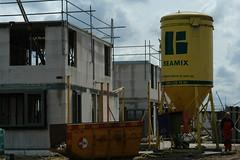 De bouw van huizen blijft sterk achter
