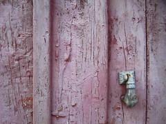 porta dos sobreviventes (LetsLetsLets) Tags: wood texture textura portugal architecture arquitectura hand porta alentejo dezembro madeira descascada 2015 maçaneta borba mãodefátima