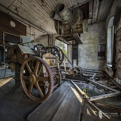 The H-J Contraption (billmclaugh) Tags: auto ohio mill abandoned industry car photoshop canon paper rust decay web debris spiderweb warehouse adobe urbanexploration pulp middletown derelict hdr highdynamicrange tse ue lightroom urbex tiltshift on1 17mm thomasjones f4l photomatix excello promotecontrol perfecteffects 5dmiii hardingjonespapercompany aeharding