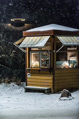 Kiosk (http://gullmars.se) Tags: winter snow by architecture night hotel vinter grand sn arkitektur saltsjbaden kvll saltis