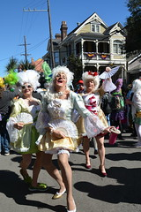 Socit de Ste. Anne 078 (Omunene) Tags: costumes party fun neworleans parade alcohol mardigras partytime faubourgmarigny licentiousness neworleansmardigras walkingparade socitdesteanne mardigras2016 alcoholfueledlicentiousness roylstreet