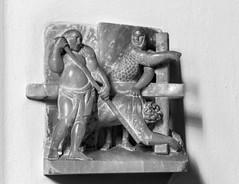 Jesus fllt zum zweiten Mal unter dem Kreuz (wpt1967) Tags: bw church kirche sw dsseldorf stationsofthecross christus kirke alabaster kreuzweg canon50mm stlambertus station7 eos60d wpt1967 karlmatthuswinter
