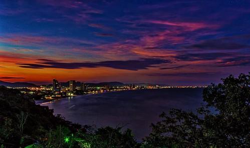 Hua Hin at Night from Khao Takiab. #khaotakiab #huahin #prachuapkhirikhan #thailand #asia #nightphotography #cityscape #sea #sky #canon #canon600d #adobe #adobelightroom #macphun #macphunintensify #macphunnoiseless