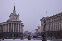 Fine buildings (le calmar) Tags: city winter urban snow cold slr monument canon reflex europe cloudy sofia hiver capital bulgaria neige capitale february froid ville urbain bulgarie fvrier 2015 nuageux 50d canoneos50d