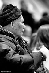 spectateur (photolenvol) Tags: bw noiretblanc asiatique spectateur