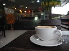 Caf Coffee Shop Thailand Cup -- Kaffee Tassee -- (C) (hn.) Tags: cup coffee caf thailand blurry dof drink bokeh coffeecup south kaffee coffeeshop blurred depthoffield caffeine cappuccino gastronomie gastronomy nakhonsithammarat schrfentiefe hotdrink blurriness koffein kaffeetasse sden caffein lensblur provinz southernthailand tiefenschrfe unschrfe souththailand parkcaf sdthailand tassee thasala heisgetrnk hintergrundunschrfe nakhonsithammaratprovince kameraunschrfe chanwatnakhonsithammarat chanwatnakhonsrithammarat sdregion nakhonsrithammaratprovince provinznakhonsithammarat provinznakhonsrithammarat chanwat
