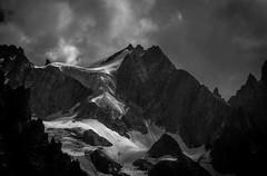 Eclaircie sur l'Aiguille de l'Eboulement (Frdric Fossard) Tags: alpes lumire altitude ombre glacier nuage chamonix rocher cime hautesavoie claircie srac crtes luminosit massifdumontblanc artes