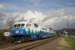 VRE Sounder train at Manassas Park (Michael Karlik) Tags: park railroad train virginia railway transit sound manassas commuter express passenger sounder vre f59phi