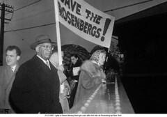 BE030387 (ngao5) Tags: people death group communist crime spy americans males whites females punishment trial marxist treason execution judicialproceedings juliusrosenberg ethelrosenberg trialofjuliusandethelrosenberg karenmoreey
