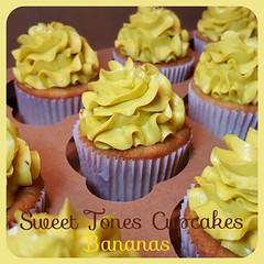 Banana Cupcakes-Sweettonescupcakes (Sweet Tones Cupcakes) Tags: thailand cupcakes losangeles bangkok banana longbeach cupcake stc bananacupcakes gourmetcupcakes sweettonescupcakes sweettonescc cupcakology