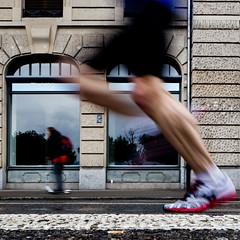 Endspurt (zeh.hah.es.) Tags: motion schweiz switzerland marathon zurich leg bein motionblur bewegung zrich runner faade fassade lufer utoquai zrichmarathon