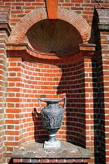 DSC_5909 (Thomas Cogley) Tags: park england brick nature urn garden kent hole thomas alcove rolvenden cogley thomascogley