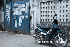 Blue and grey - Hue street with motorbike (10b travelling / Carsten ten Brink) Tags: 10btravelling 2015 asia asian asie asien carstentenbrink hue huế iptcbasic indochina indochine nguyễn perfumeriver southeastasia sônghương vietnam vietnamese central tenbrink datamessup