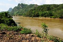 Sng L (L River) and mountains in North Vietnam (PascalBo) Tags: mountain montagne river landscape outdoors nikon asia southeastasia vietnamese outdoor rivire vietnam asie paysage d300 vitnam vitnam asiedusudest pascalboegli