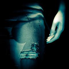 DSCF5841 (Iconophil) Tags: fuji jean femme leg bleu jeans manequin trou vitrine x10 jambe