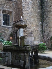 Fontaine Puig Ferrer, avenue Georges Clémenceau, Céret, Vallespir, Roussillon, Pyrénées Orientales, Languedoc, France. (byb64) Tags: france fountain town frankreich europa europe village springbrunnen fuente eu ciudad 66 stadt fontana francia roussillon fontaine ville citta ue languedocroussillon puig puits pyrénéesorientales rosselló céret vallespir rosellón rossiglione linguadocarossiglione languedocrosellón pireneiorientali pirineosorientales llenguadocrosselló pirineusorientals pirenèusorientals puigferrer