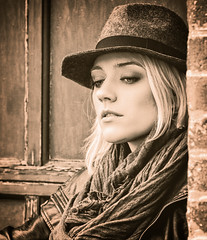 Vintage Cas (QuarryClimber) Tags: urban blackandwhite woman beautiful beauty female vintage model pretty rustic newhampshire blonde beautifulwoman canondslr concordnewhampshire streetwise canon85mm12 canon5ds