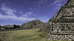 Pyramid of the Moon (Lawrence OP) Tags: moon mexico teotihuacan pyramids precolumbian