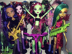 One of the best IF NOT THE BEST 3 pack we have gotten! They are all frickin gorgeous. THAT VENUS!! I'm so happy I found them!!  individual and better pictures will come eventually but I have reality to deal with  I hate adulting (Venus_Forever) Tags: 3 monster toys us high wolf doll long dolls venus fierce pack r exclusive mattel rockers clawdeen mcflytrap jinafire