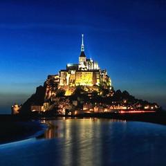 Mont-Saint-Michel  l'heure bleue (jjcordier) Tags: normandie gothique manche montsaintmichel abbaye merveille heurebleue