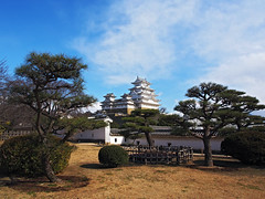 Himeji, white Heron (Riccardo-CA) Tags: winter white cold castle japan island olympus zen  himeji  japon giappone verycold 1250   whiteheron mysteriousland olympusomdem5 wonderfuljapan