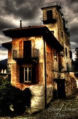 Quando il cielo diventa nero... (Gianni Armano) Tags: photo casa foto il cielo pioggia nero gianni quando strana cieli minaccia abitazione armano diventa