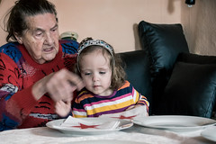 photomoments-mk_2016_9429.jpg (photomoments-mk) Tags: family grandma people children person familie daughter human grandparents oma tochter mensch kleinkind groseltern ellenkrelle 2436monate 2436month luciapopoviciu