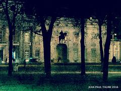 Les fantomes du cavalier (JEAN PAUL TALIMI) Tags: paris france monochrome statue automne cheval solitude champs sable paysage nuit arbre iledefrance champsdemars ville parisfrance ombres talimi