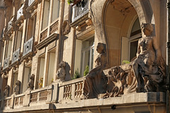 Rue de l'Yvette - Paris (France) (Meteorry) Tags: street morning sculpture sunlight paris france facade europe ledefrance september jasmin rue faade idf matin 2015 auteuil bellepoque meteorry ensoleille ruedelyvette