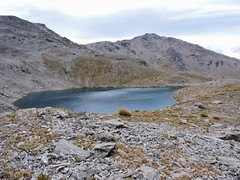 One of the bigger tarns (flashmick) Tags: autumn mountains rock scree otago remarkables otagonz doolans