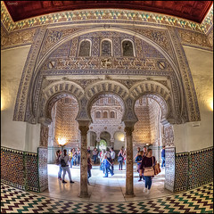 (2277) Alczar de Sevilla (Fisheye) (QuimG) Tags: people art architecture golden sevilla andaluca spain gente interior fisheye panasonic interiores gent specialtouch alczardesevilla quimg quimgranell joaquimgranell afcastell obresdart xtrmhdr