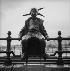 Kiskirlylny / Little Princess Statue (brenkee) Tags: statue zeiss hungary princess little budapest hasselblad carl f28 planar 80mm kiskirlylny martonlszl