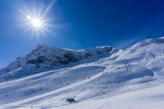 Wintersportlandschaft aufgenommen oberhalb von Zrs - Winter sports landscape photographs above Zrs (klausmoseleit) Tags: schnee winter sterreich wasser jahreszeit berge skilift orte landschaft sonne lech fahrzeuge vorarlberg at